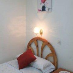 Отель Hostal Faustino Стандартный номер с 2 отдельными кроватями (общая ванная комната) фото 5
