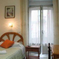 Отель Hostal Faustino Стандартный номер с различными типами кроватей (общая ванная комната) фото 4