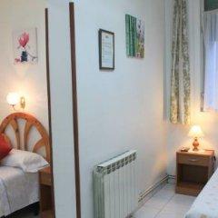 Отель Hostal Faustino Стандартный номер с 2 отдельными кроватями (общая ванная комната) фото 7