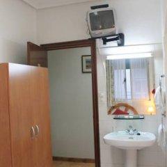 Отель Hostal Faustino Стандартный номер с 2 отдельными кроватями (общая ванная комната) фото 2
