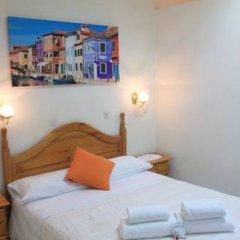 Отель Hostal Faustino Стандартный номер с двуспальной кроватью фото 13