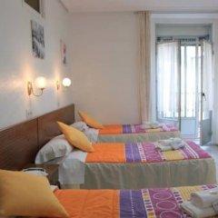 Отель Hostal Faustino Стандартный номер с различными типами кроватей фото 6