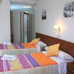 Отель Hostal Faustino Стандартный номер с различными типами кроватей фото 10