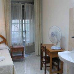Отель Hostal Faustino Стандартный номер с различными типами кроватей (общая ванная комната) фото 8