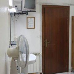 Отель Hostal Faustino Стандартный номер с различными типами кроватей (общая ванная комната) фото 3