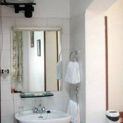 Отель Hostal Faustino Стандартный номер с 2 отдельными кроватями (общая ванная комната)