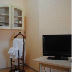 Гостиница Rose B&B Стандартный семейный номер с двуспальной кроватью (общая ванная комната) фото 2