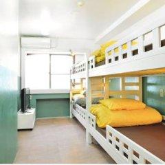 Отель Khaosan Tokyo Laboratory Кровать в общем номере фото 10