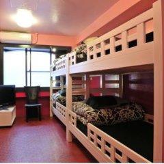 Отель Khaosan Tokyo Laboratory Кровать в общем номере