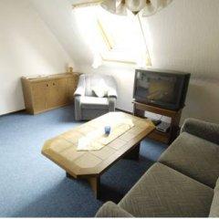 Отель Blackcoms Erika 3* Кровать в общем номере с двухъярусной кроватью