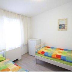 Pozitiv Hostel Стандартный номер с 2 отдельными кроватями (общая ванная комната) фото 5