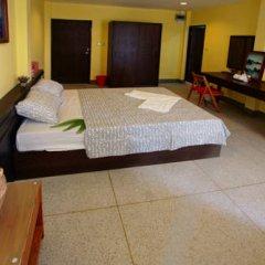 Sri Krungthep Hotel 2* Улучшенный номер с различными типами кроватей фото 4