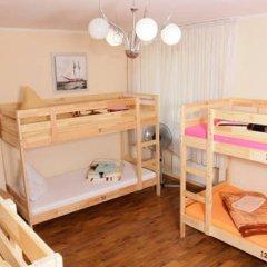 Hostel Akteon Lindros Kaliningrad Кровать в женском общем номере с двухъярусной кроватью