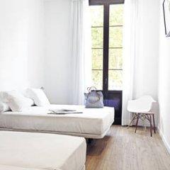 Отель Som Nit Born Стандартный семейный номер с различными типами кроватей