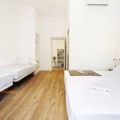Отель Som Nit Born Стандартный семейный номер с различными типами кроватей фото 2