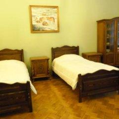 Elena Hostel Кровать в общем номере с двухъярусной кроватью