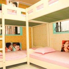 Отель Ewha DH Guesthouse Кровать в женском общем номере с двухъярусной кроватью