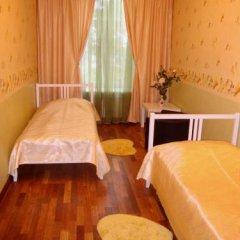 Mini Hotel Abrikol Номер Эконом с 2 отдельными кроватями (общая ванная комната) фото 4