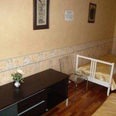 Mini Hotel Abrikol Номер Эконом с 2 отдельными кроватями (общая ванная комната) фото 5