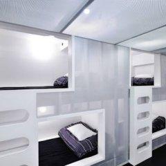 Отель Khaosan World Asakusa Ryokan Кровать в общем номере