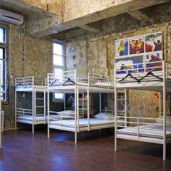 Typography Hostel Кровать в общем номере с двухъярусными кроватями фото 17