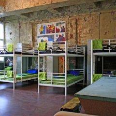 Typography Hostel Кровать в общем номере с двухъярусными кроватями фото 21
