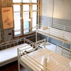 Typography Hostel Кровать в общем номере с двухъярусными кроватями фото 6