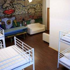 Typography Hostel Кровать в общем номере с двухъярусными кроватями фото 11