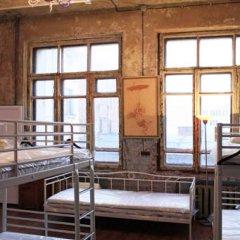 Typography Hostel Кровать в общем номере с двухъярусными кроватями фото 10