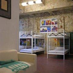 Typography Hostel Кровать в общем номере с двухъярусными кроватями фото 25