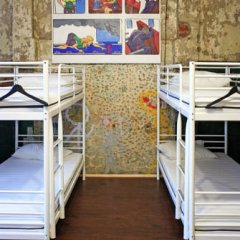 Typography Hostel Кровать в общем номере с двухъярусными кроватями фото 15