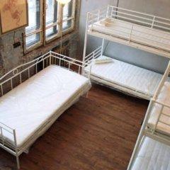 Typography Hostel Кровать в общем номере с двухъярусными кроватями фото 24