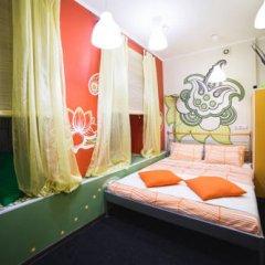 Art Hostel Contrast Стандартный номер с двуспальной кроватью (общая ванная комната)