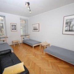 Iris Hostel Кровать в женском общем номере с двухъярусной кроватью
