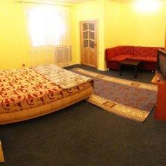 Хостел Ливадия на Заневском Стандартный номер с двуспальной кроватью (общая ванная комната) фото 2