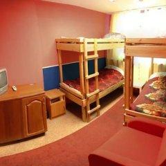 Хостел Ливадия на Заневском Кровать в общем номере с двухъярусной кроватью