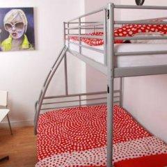 Brussel Hello Hostel Стандартный номер с двуспальной кроватью (общая ванная комната)