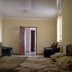 Гостиница Mirnaya Guest House Стандартный семейный номер с двуспальной кроватью