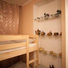 Лайк Хостел Омск Кровать в общем номере с двухъярусными кроватями фото 11