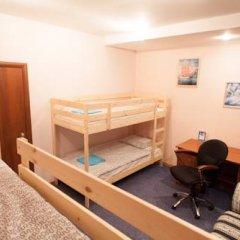 Лайк Хостел Омск Кровать в общем номере с двухъярусными кроватями фото 9