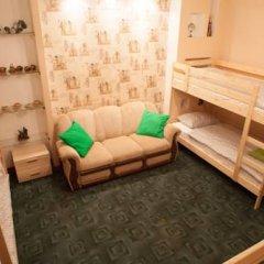 Лайк Хостел Омск Кровать в общем номере с двухъярусными кроватями фото 3