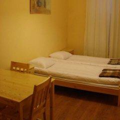 Happy Hippo Hostel Стандартный номер с двуспальной кроватью (общая ванная комната)