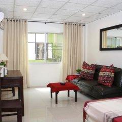 Отель Miggy Guest House Adults Only Бангкок комната для гостей фото 5