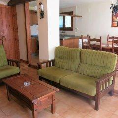 Отель Apartamentos Rurales Les Barnedes Мольо комната для гостей