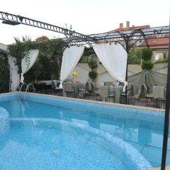 Boryana Hotel бассейн