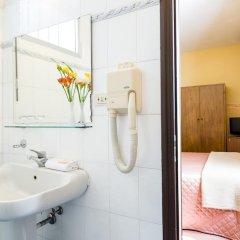 Hotel Fiorita 2* Номер категории Эконом с двуспальной кроватью фото 7