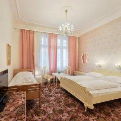 Hotel Pension Baronesse 4* Стандартный номер с двуспальной кроватью фото 3