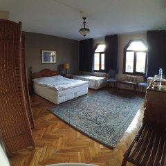 Отель Berk Guesthouse - 'Grandma's House' 3* Стандартный семейный номер с двуспальной кроватью фото 26