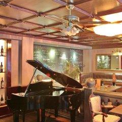 Отель Queens Astoria Design Hotel Сербия, Белград - 3 отзыва об отеле, цены и фото номеров - забронировать отель Queens Astoria Design Hotel онлайн гостиничный бар