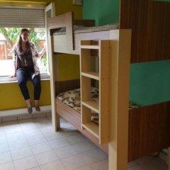 Small Funny World Athens - Hostel сейф в номере